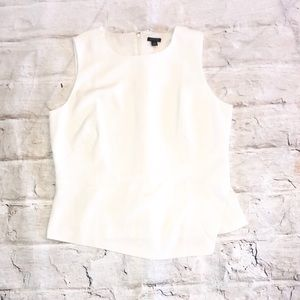 Ann Taylor- sleeveless blouse in off white